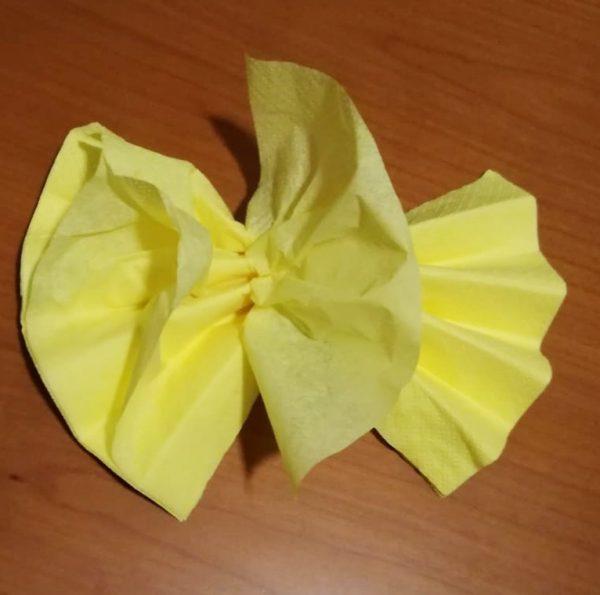 come fare i fiori con i tovaglioli di carta