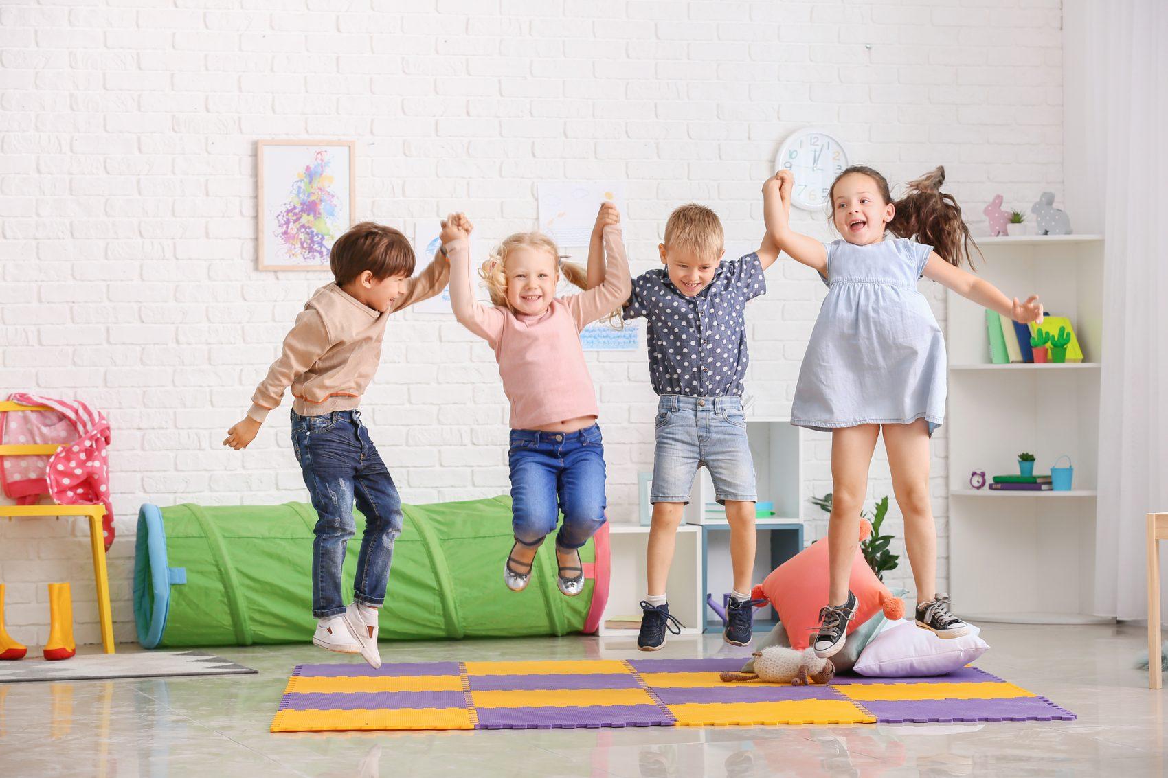 giochi per far muovere i bambini in casa