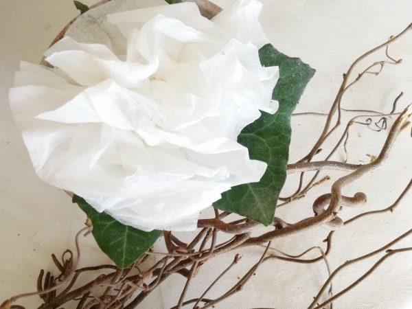 addobbi per il battesimo fiore bianco con tovagliolo carta