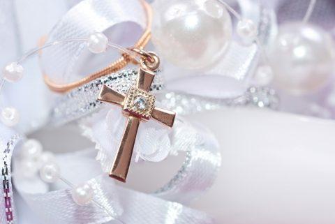 croce d'oro regali per battesimo da parte della madrina