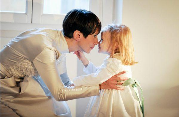 sposa invernale con bambina