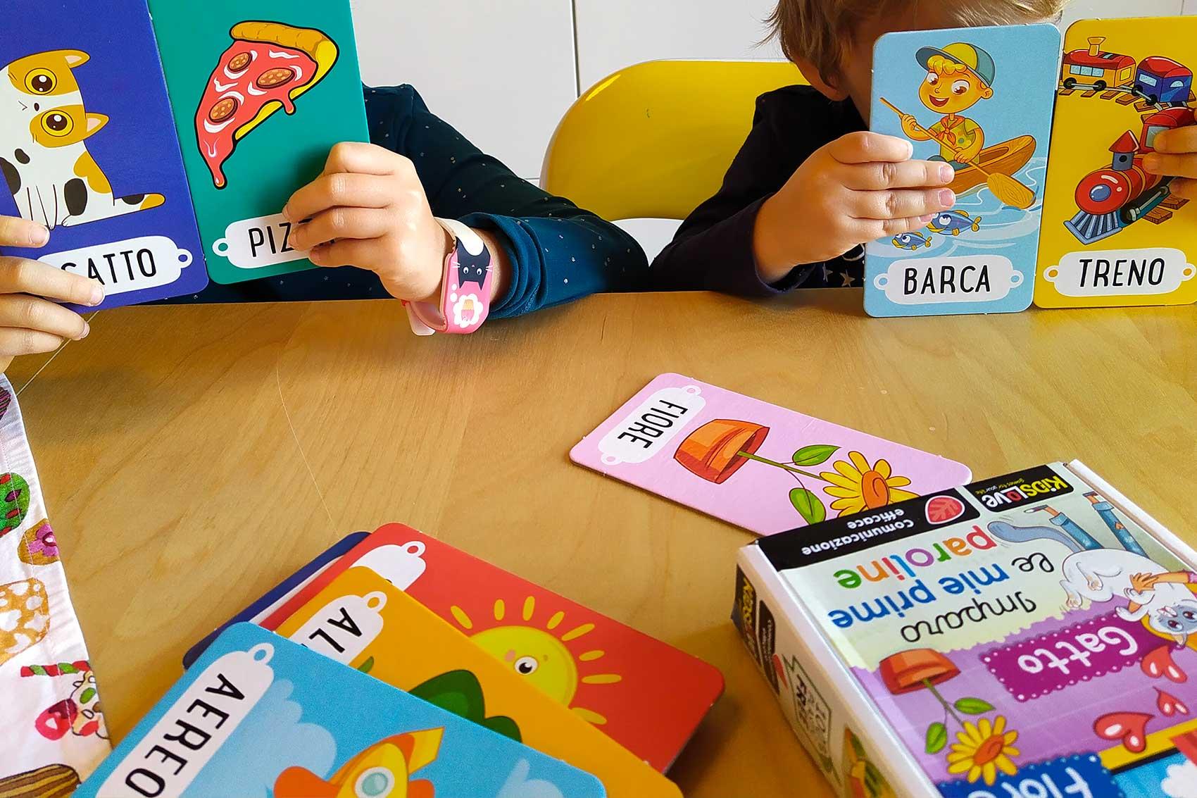 giochi Life skills imparo le mie prime paroline_bambini che giocano