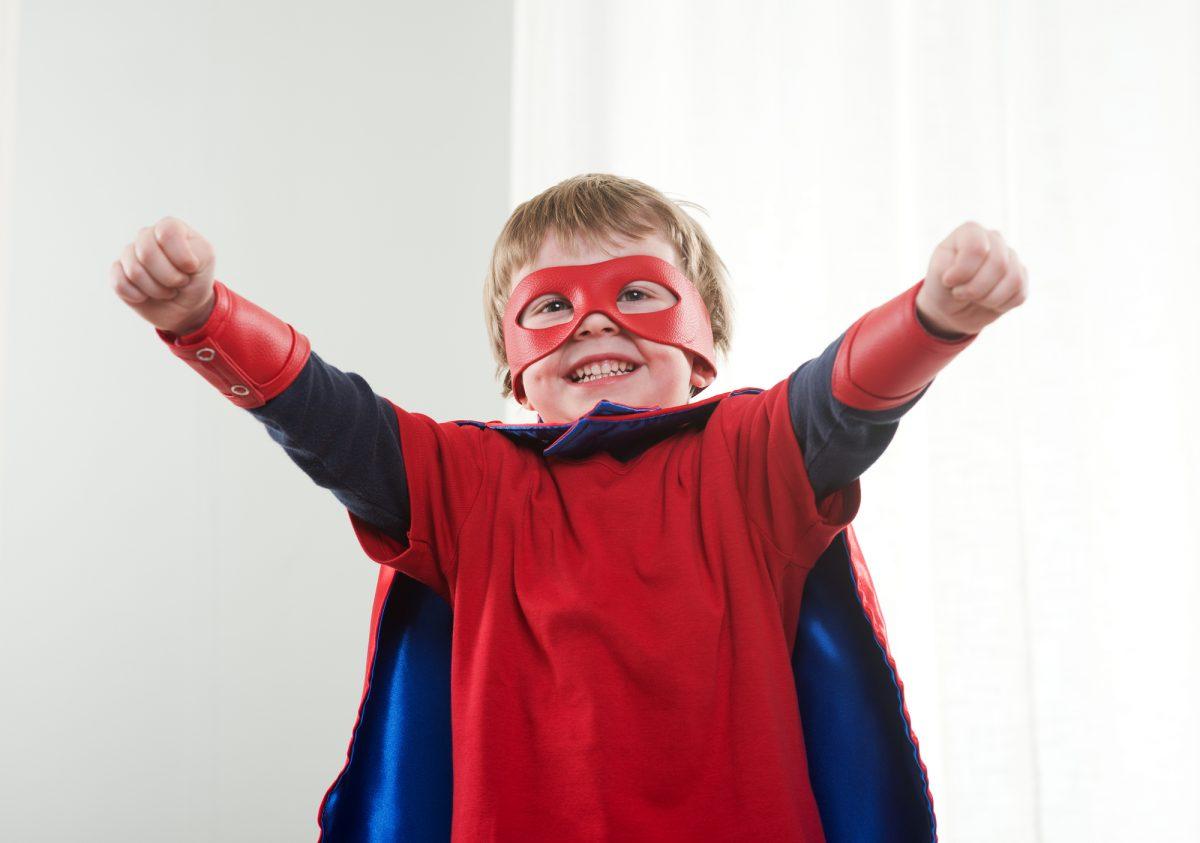 Costumi di carnevale per bambini dell'asilo fai da te supereroe