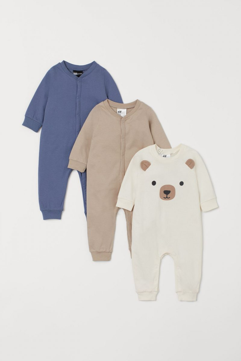 come vestire un neonato a carnevale con pigiamini.