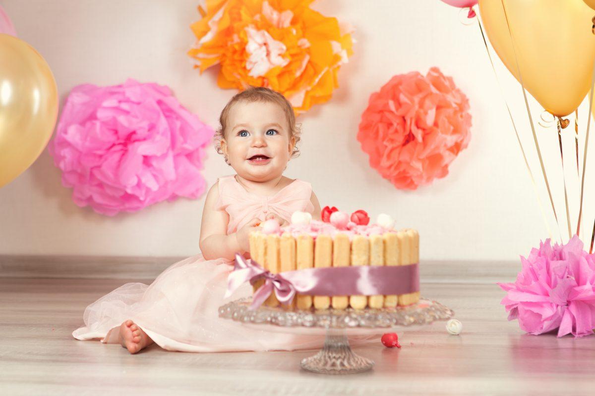 bambina che compie un anno